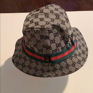 9b3e02e2aa7 Gucci Hats for Women